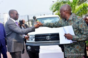 DRC: 1.6 million USD of the State to equip 26 commercial vehicles to the governors!